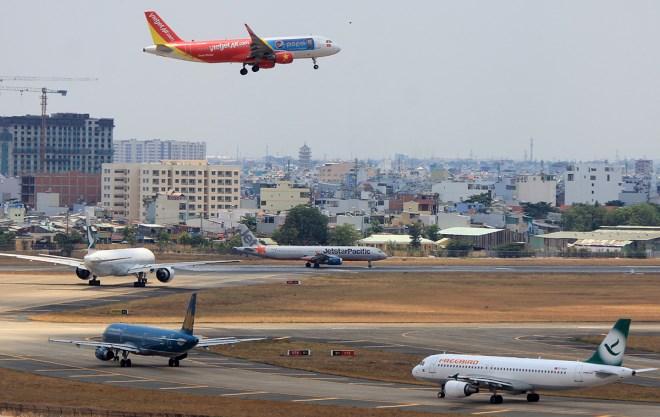 Góc nhìn từ Forbes: Vì sao Việt Nam có tới 6+ hãng hàng không mà vẫn đắt khách nườm nượp? - Ảnh 2