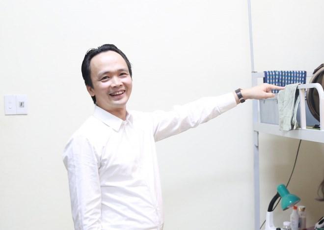 Chủ tịch FLC Trịnh Văn Quyết về thăm mái trường xưa, xúc động khi bước chân vào căn phòng ký túc xá thời sinh viên - Ảnh 2