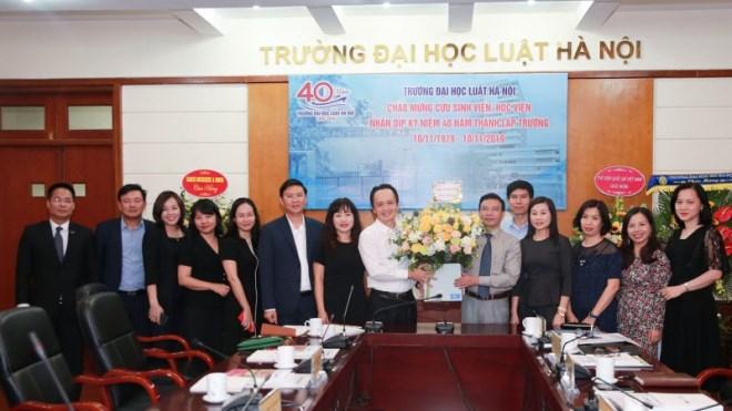 Chủ tịch FLC Trịnh Văn Quyết về thăm mái trường xưa, xúc động khi bước chân vào căn phòng ký túc xá thời sinh viên - Ảnh 1
