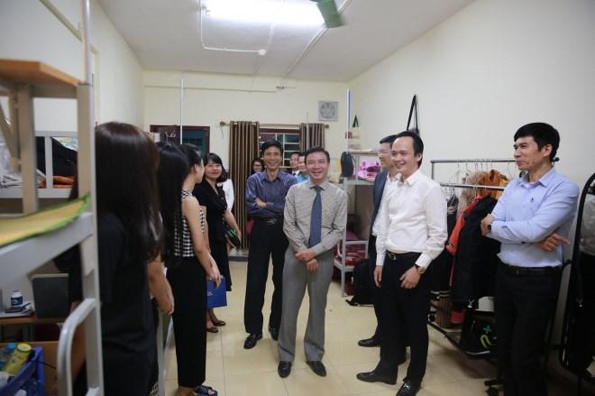 Chủ tịch FLC Trịnh Văn Quyết về thăm mái trường xưa, xúc động khi bước chân vào căn phòng ký túc xá thời sinh viên - Ảnh 4