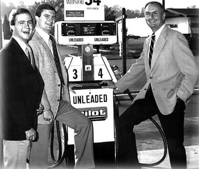 Doanh nhân từng nợ ngập đầu, nhẫn nại hơn 50 năm để trở thành tỷ phú nhờ bán bãi đỗ xe cho Warren Buffett - Ảnh 4