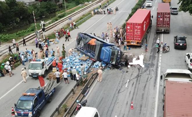 11 tháng, gần 7.000 người chết vì tai nạn giao thông - Ảnh 1