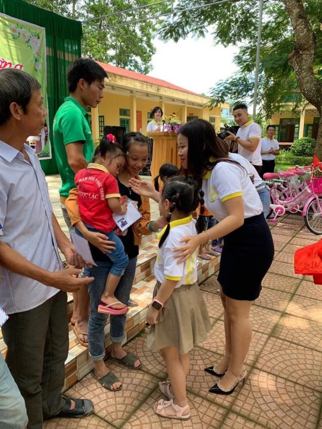 Doanh nhân Phạm Hữu Tuấn cùng thủ môn Bùi Tiến Dũng chung tay thiện nguyện tại ngôi trường mà Dũng từng học - Ảnh 5